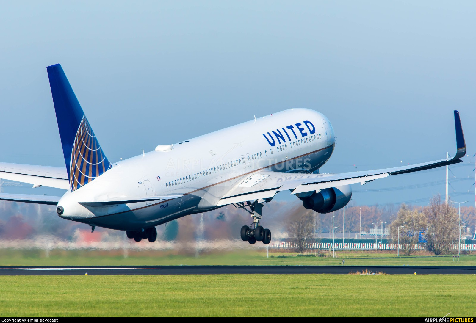 United Airlines N669UA aircraft at Amsterdam - Schiphol