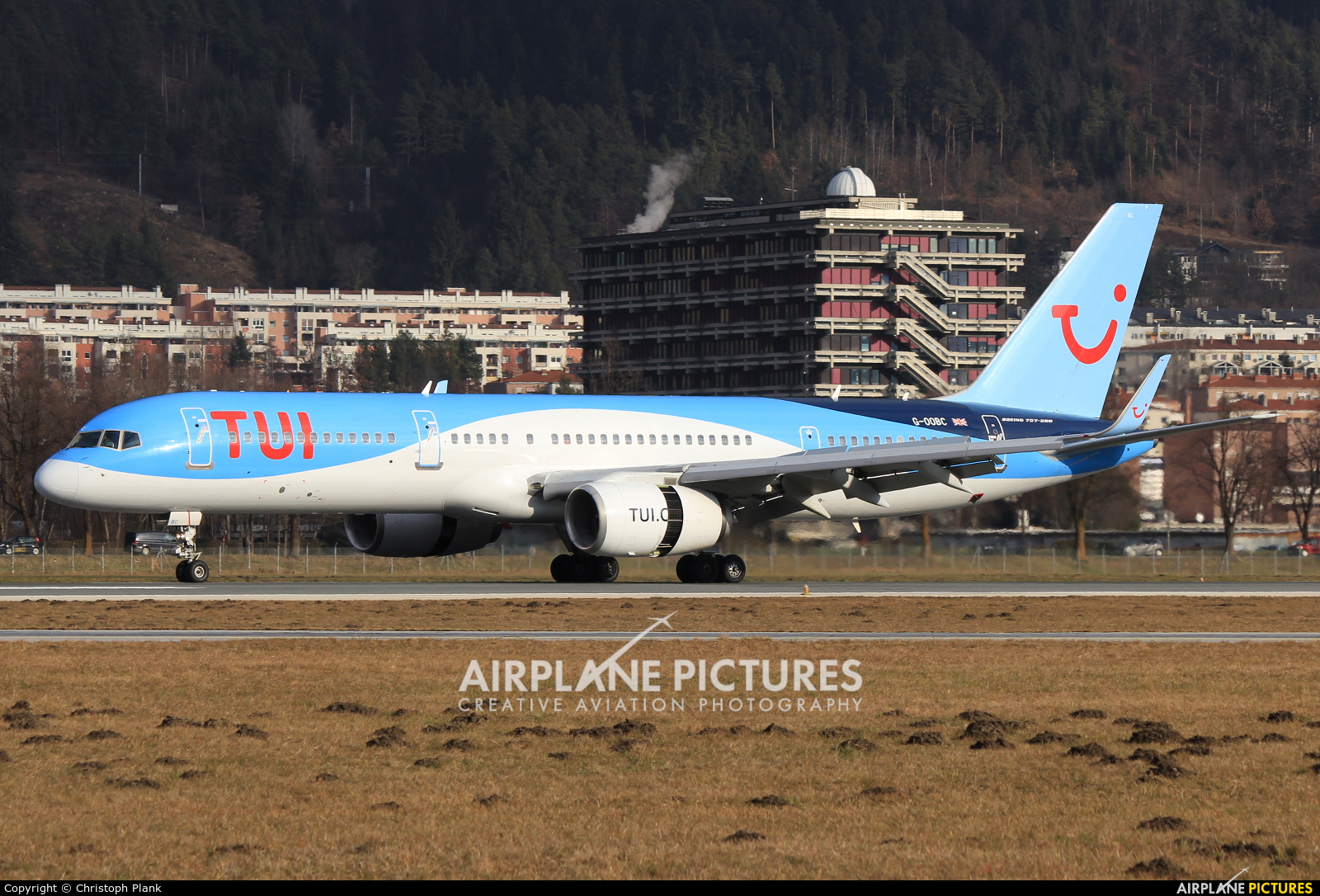 TUI Airways G-OOBC aircraft at Innsbruck