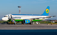 UK32011 - Uzbekistan Airways Airbus A320 aircraft
