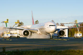 A6-EPM - Emirates Airlines Boeing 777-31H(ER)