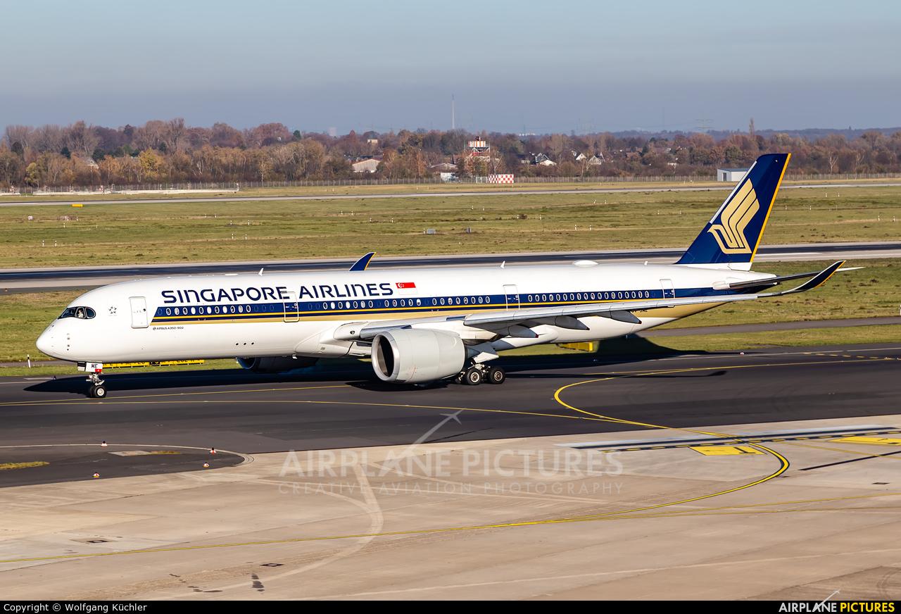 Singapore Airlines 9V-SME aircraft at Düsseldorf