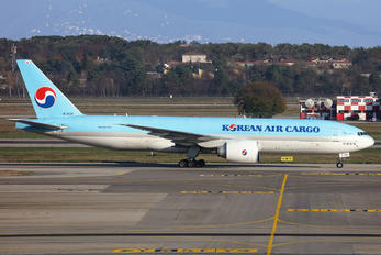 HL8005 - Korean Air Cargo Boeing 777F