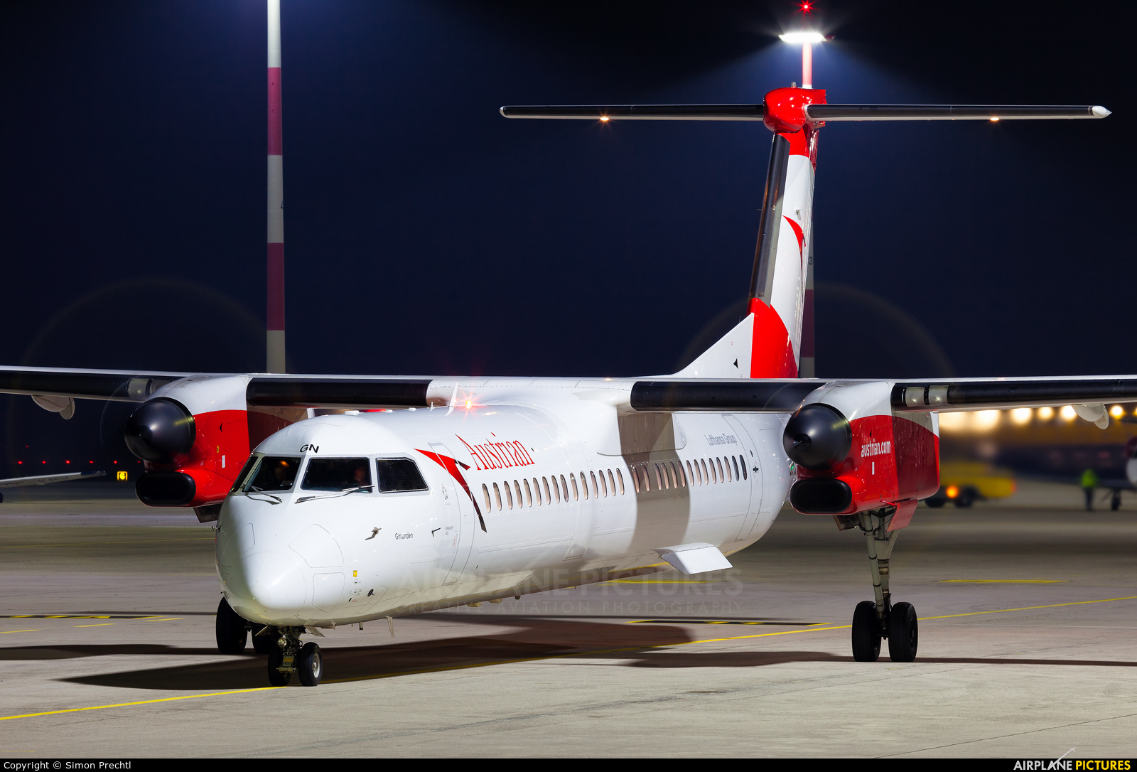 Austrian Airlines/Arrows/Tyrolean OE-LGN aircraft at Linz