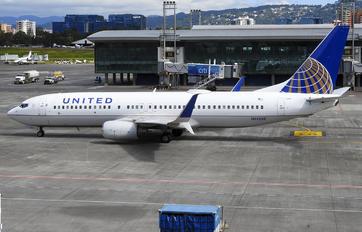 N14250 - United Airlines Boeing 737-800