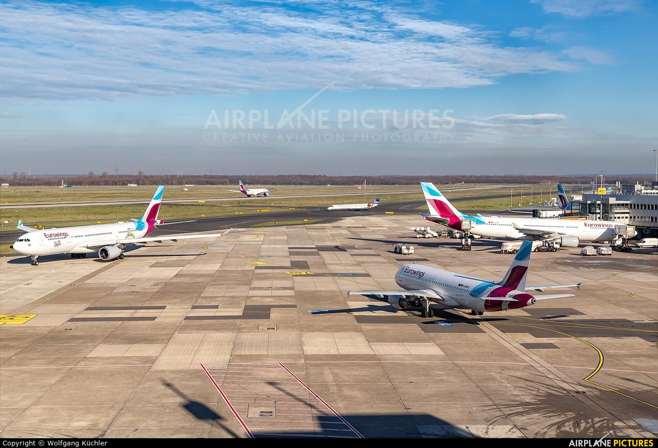 - Airport Overview - aircraft at Düsseldorf