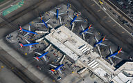 - - - Airport Overview - Airport Overview - Apron aircraft