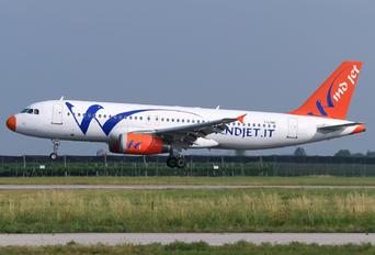 I-LING - Windjet Airbus A320