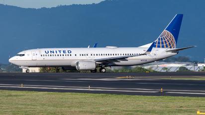 N12218 - United Airlines Boeing 737-800