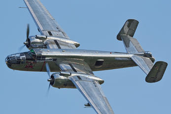 N6123C - The Flying Bulls North American B-25J Mitchell