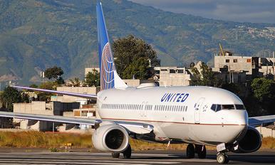 N77536 - United Airlines Boeing 737-800