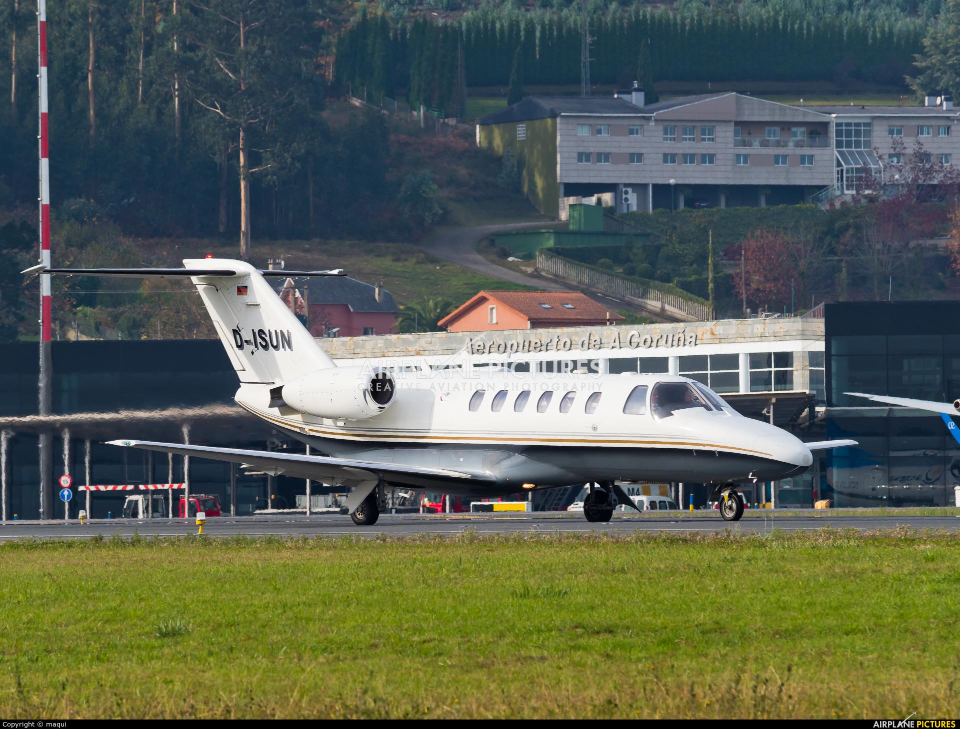 Private D-ISUN aircraft at La Coruña