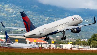 N6712B - Delta Air Lines Boeing 757-200