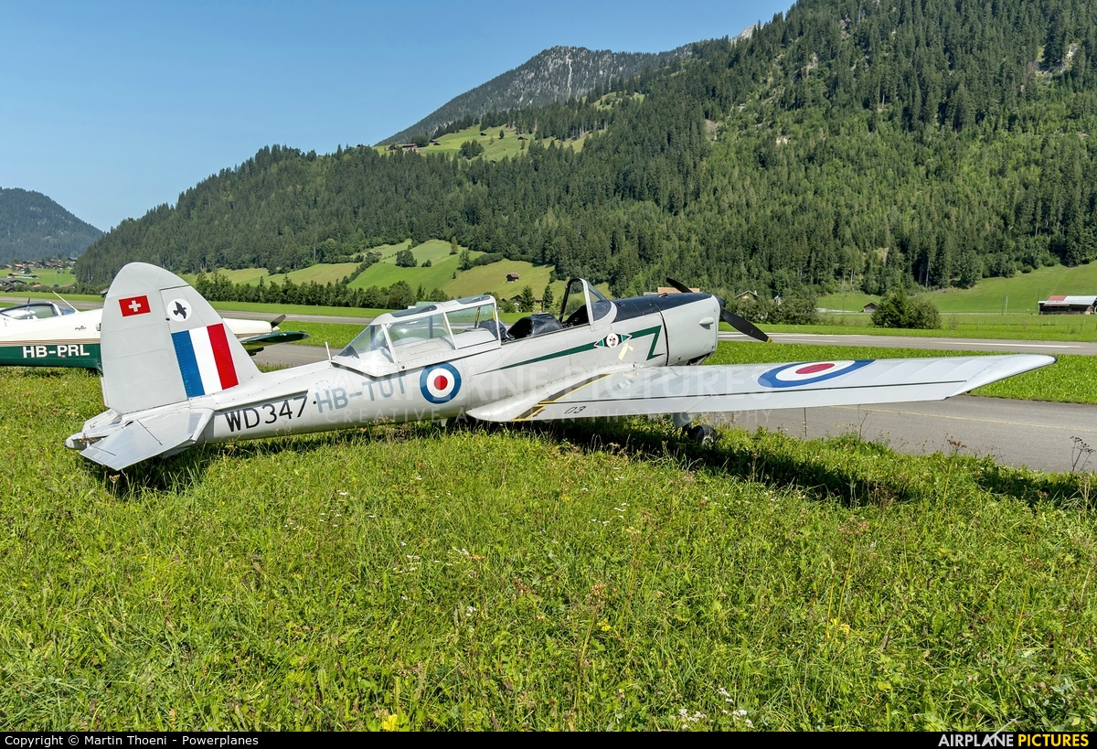 Private HB-TUT aircraft at St. Stephan