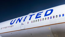 United Airlines N2333U image