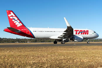 PR-TYA - TAM Airbus A320