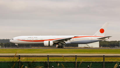 80-1111 - Japan - Air Self Defence Force Boeing 777-300ER