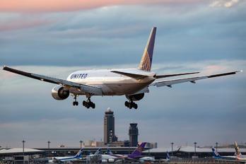 N788UA - United Airlines Boeing 777-200ER