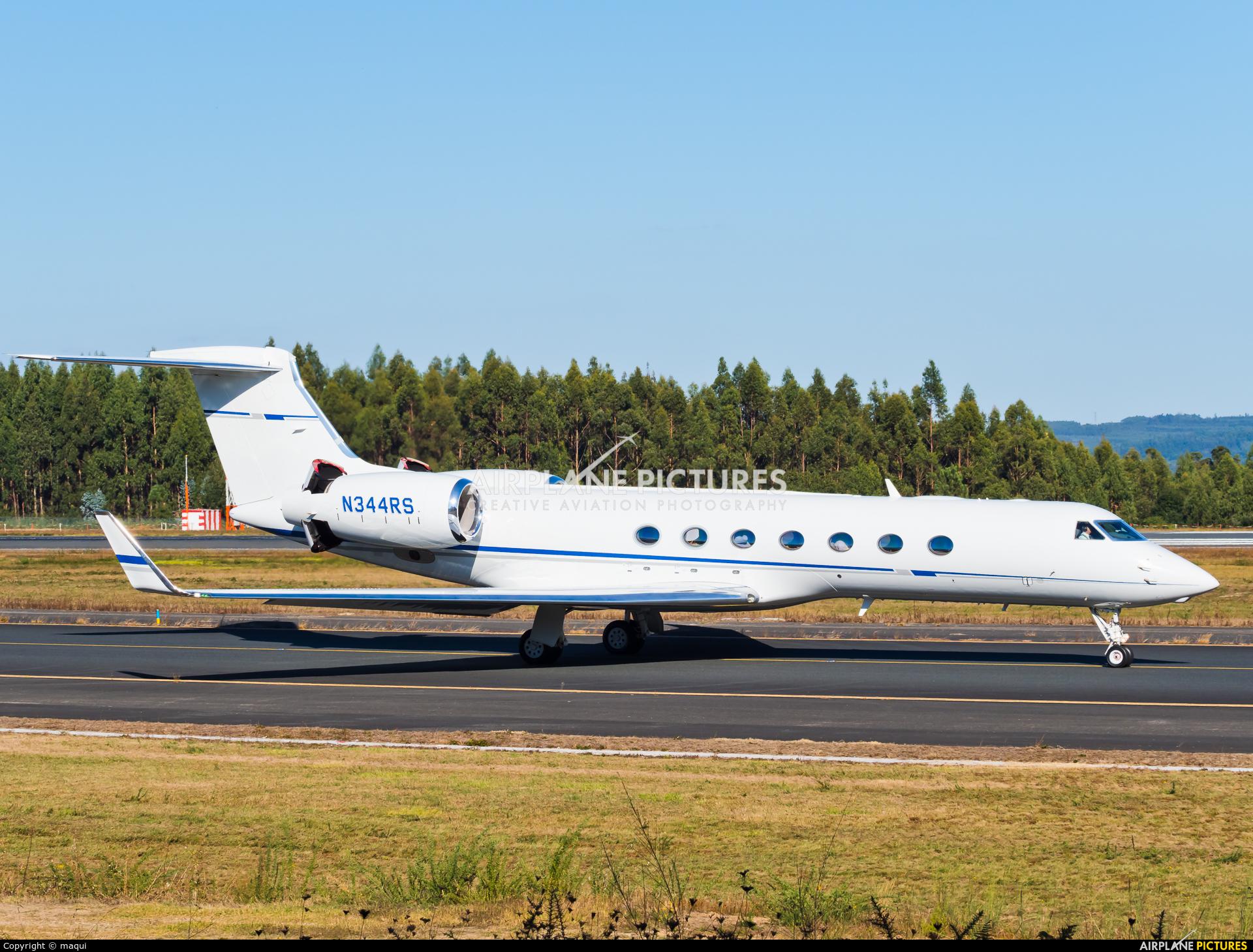 Private N344RS aircraft at Santiago de Compostela