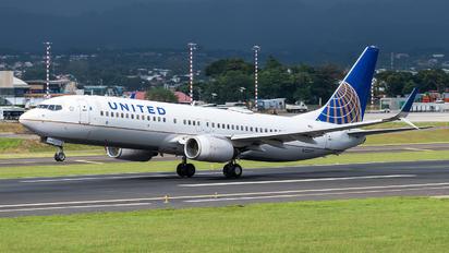 N13227 - United Airlines Boeing 737-800
