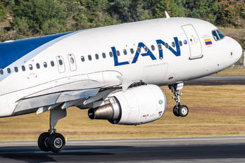 CC-BAW - LAN Colombia Airbus A320