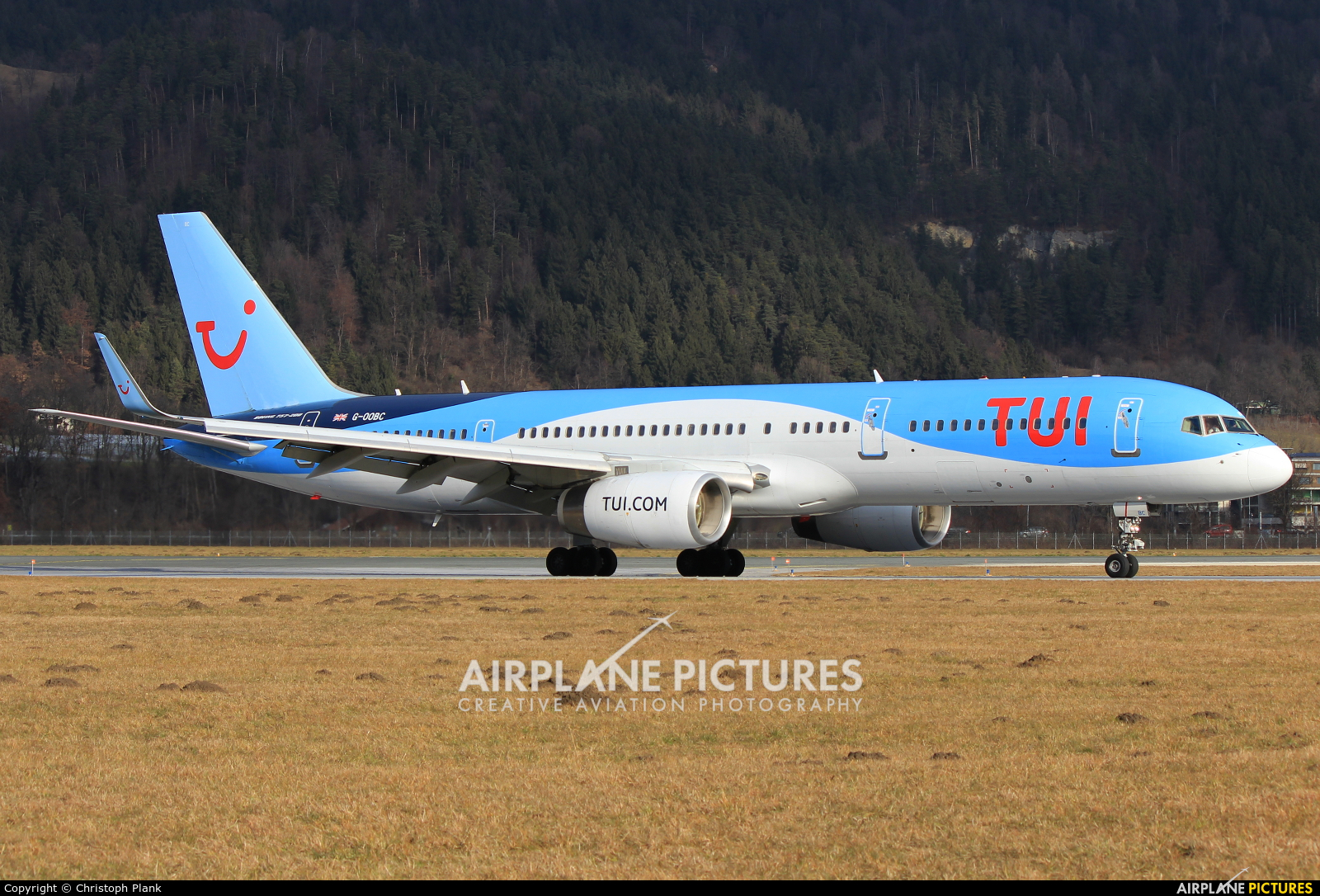 TUI Airways G-OOBC aircraft at Innsbruck