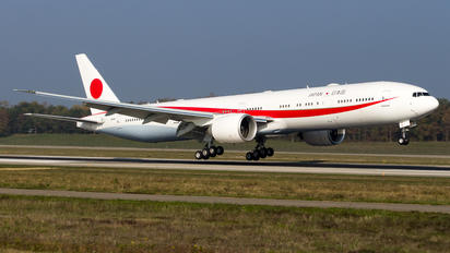 N511BJ - Japan - Air Self Defence Force Boeing 777-300ER