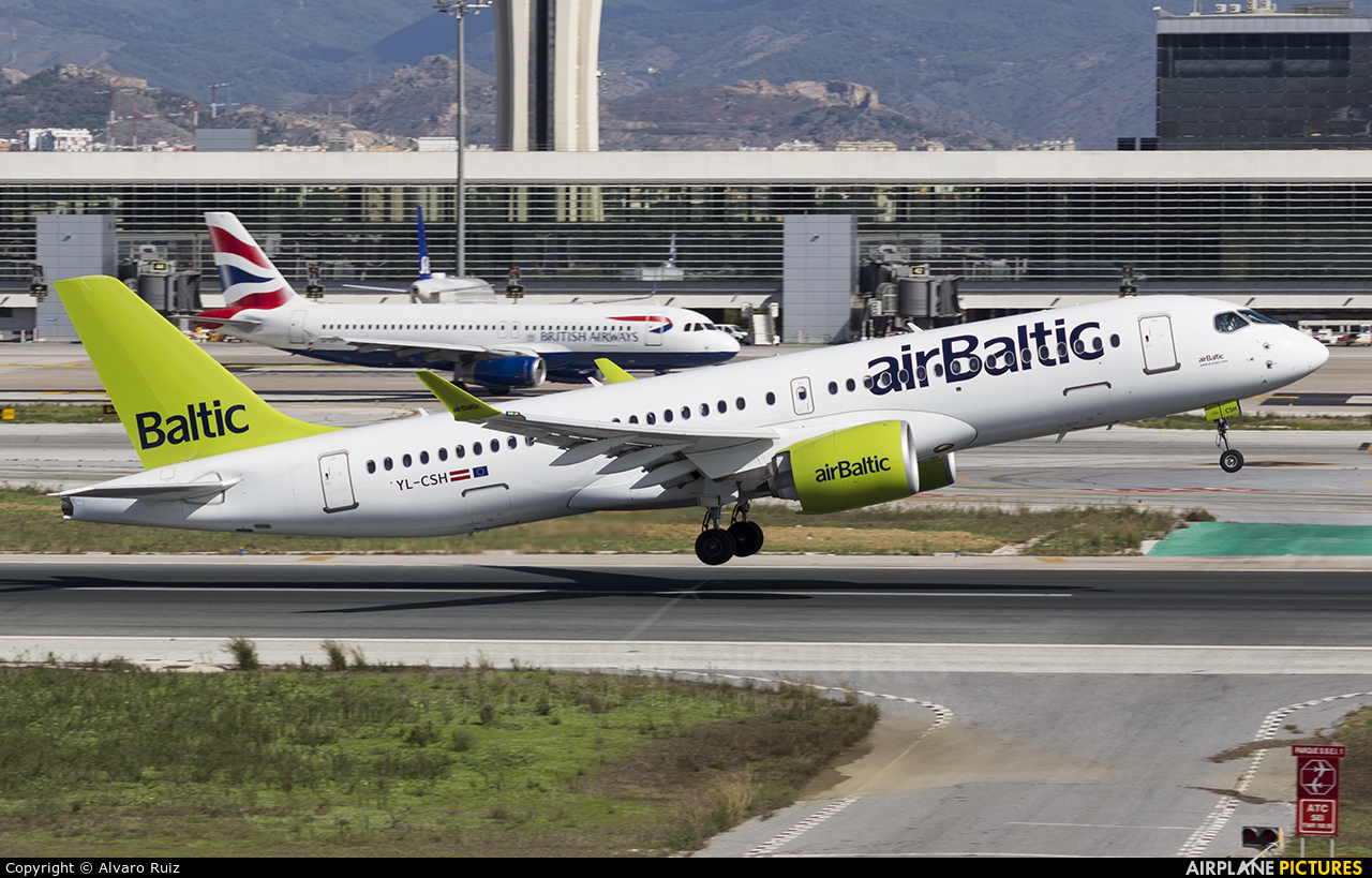 Air Baltic YL-CSH aircraft at Málaga