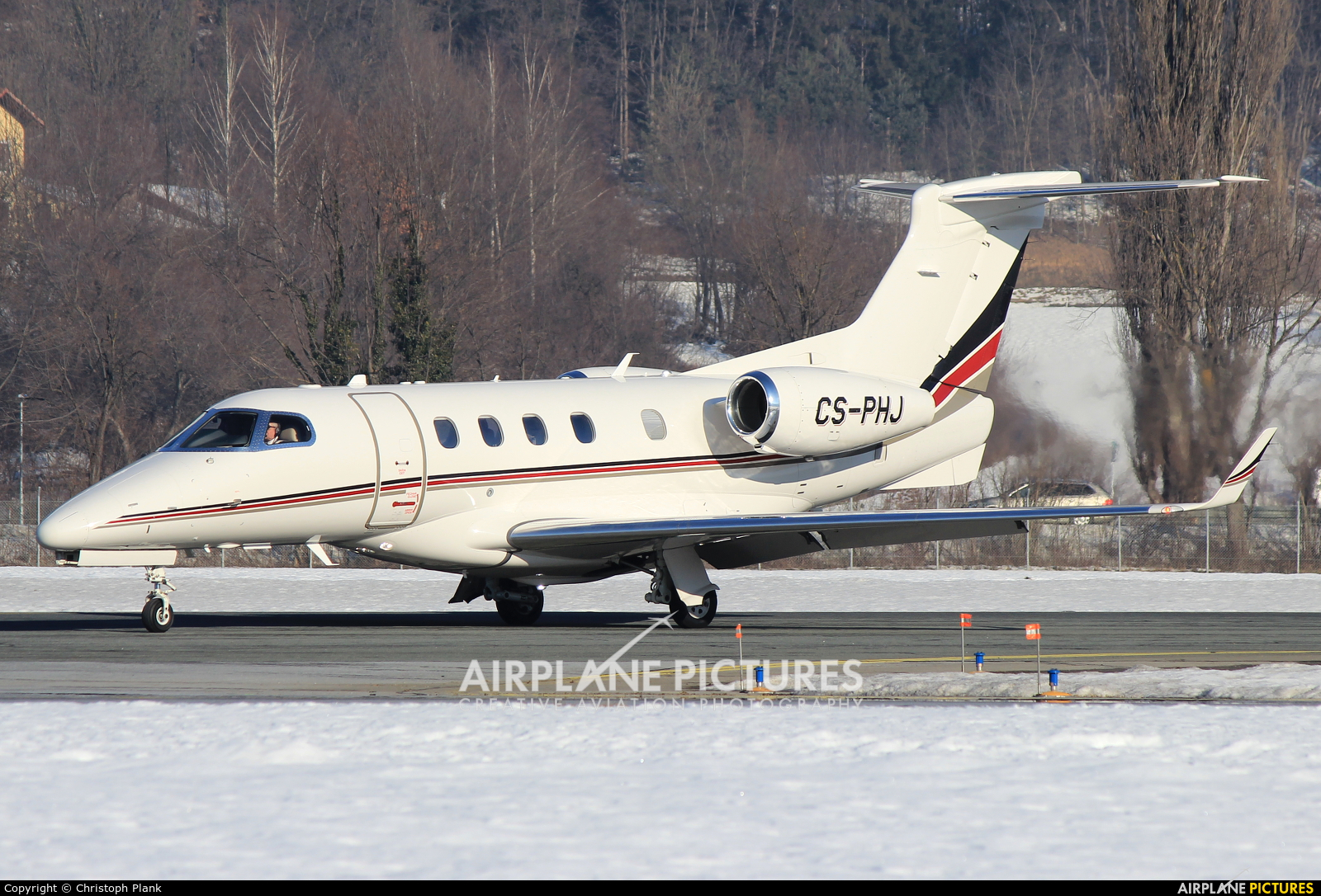NetJets Europe (Portugal) CS-PHJ aircraft at Innsbruck
