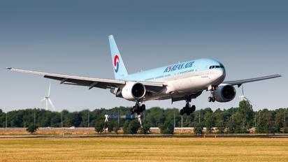 HL7530 - Korean Air Boeing 777-200