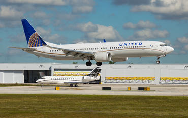 N37506 - United Airlines Boeing 737-9 MAX
