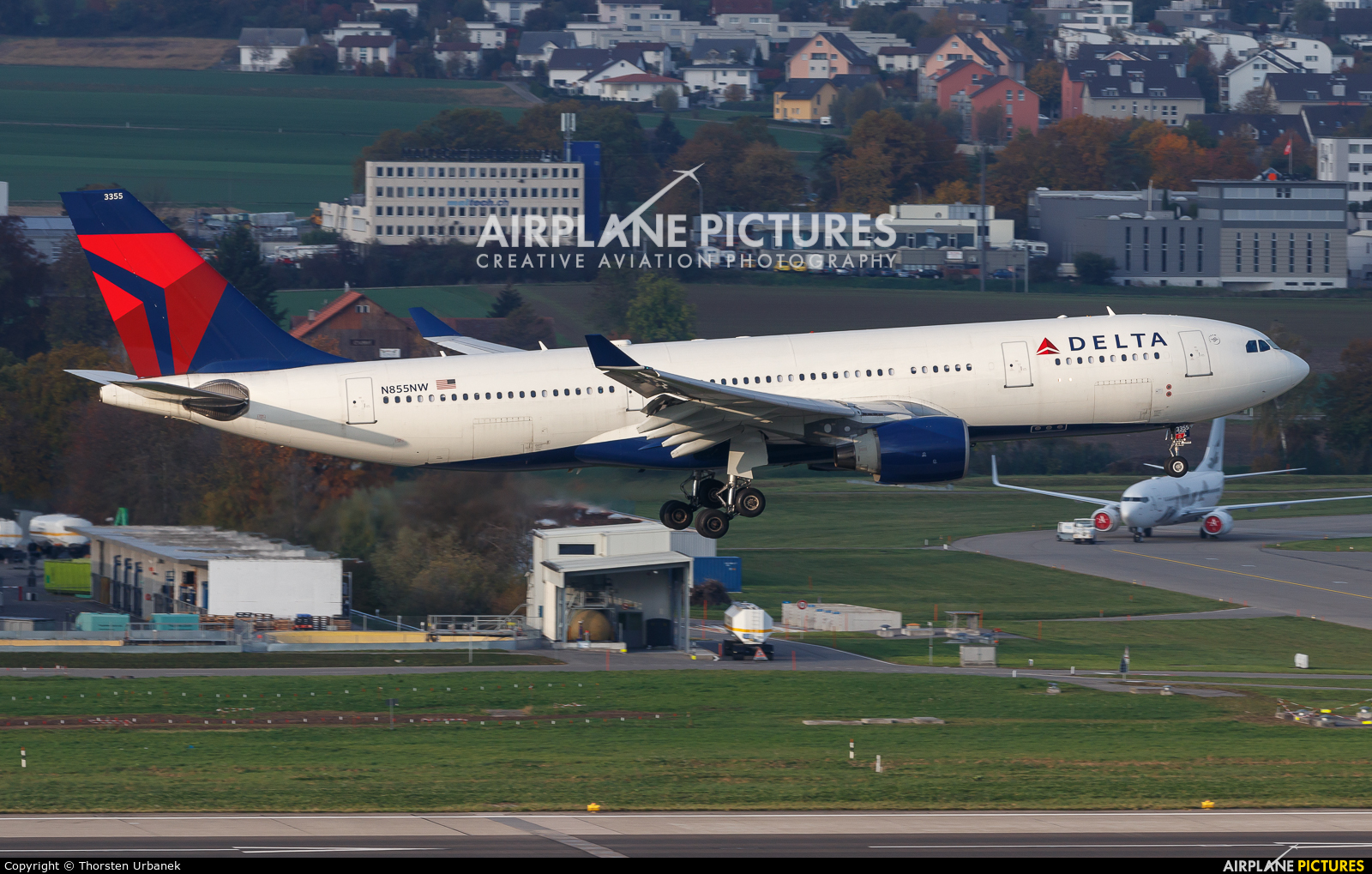 Delta Air Lines N855NW aircraft at Zurich