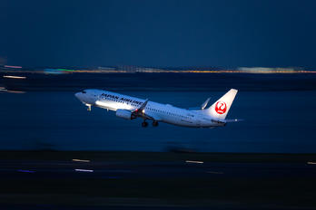 JA322J - JAL - Japan Airlines Boeing 737-800