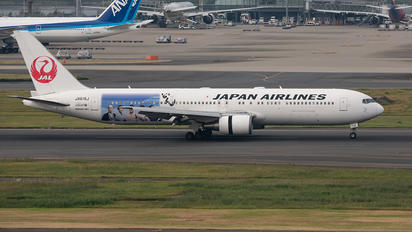 JA615J - JAL - Japan Airlines Boeing 767-300