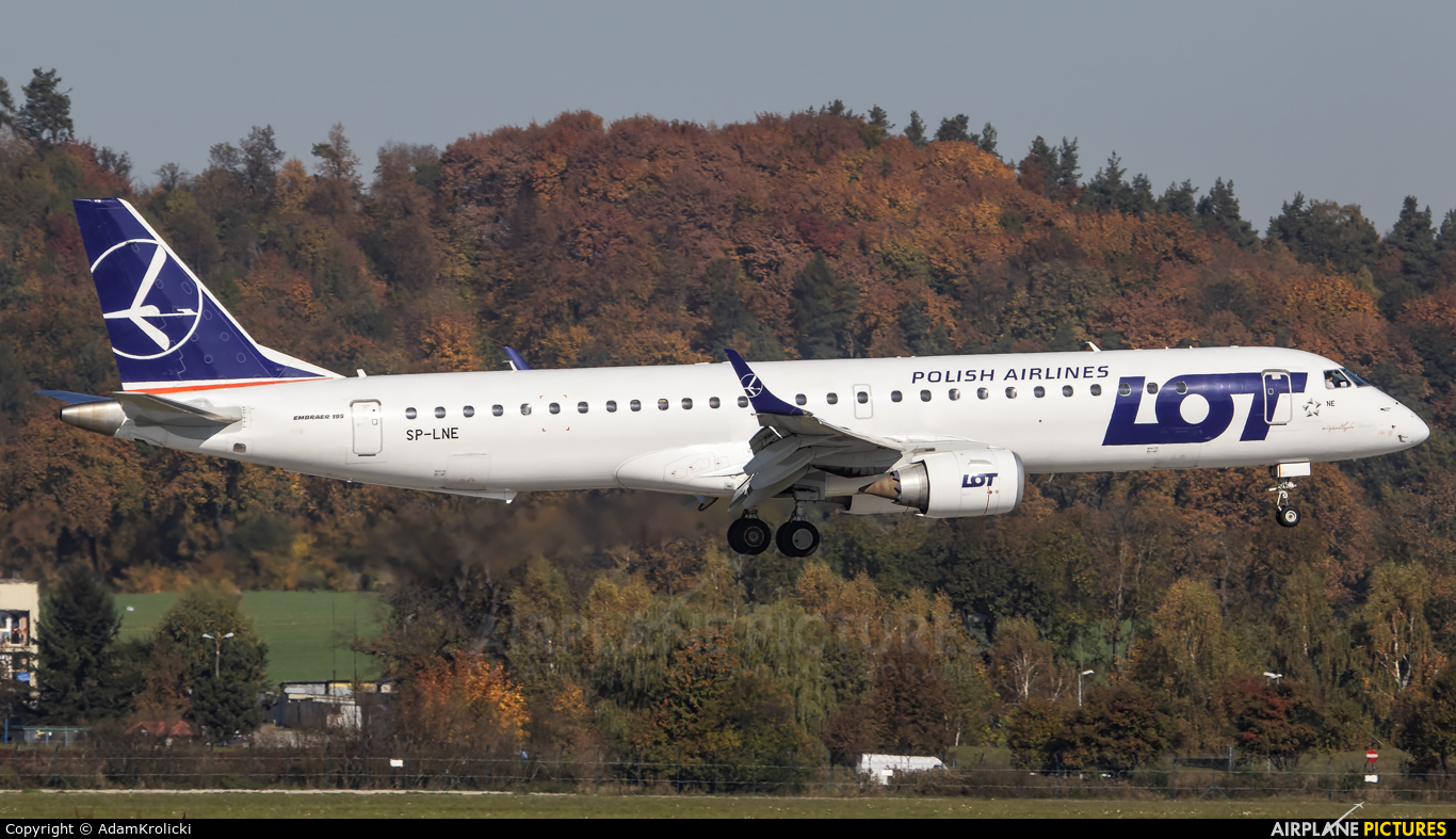 LOT - Polish Airlines SP-LNE aircraft at Kraków - John Paul II Intl