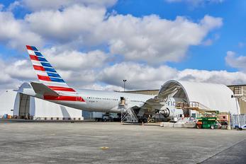 N756AM - American Airlines Boeing 777-200ER