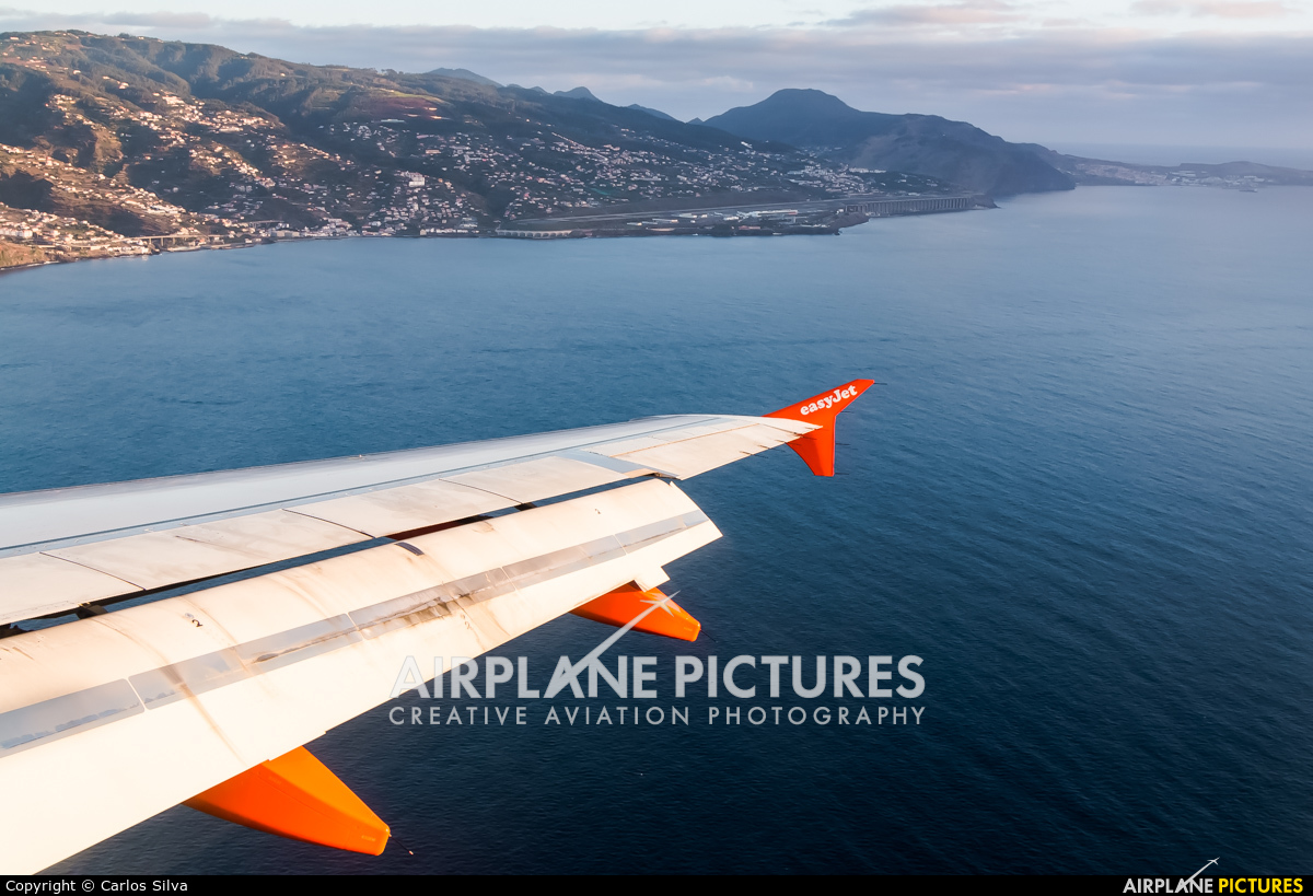 - Airport Overview - aircraft at Madeira