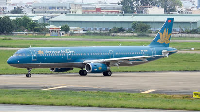 VN-A390 - Vietnam Airlines Airbus A321