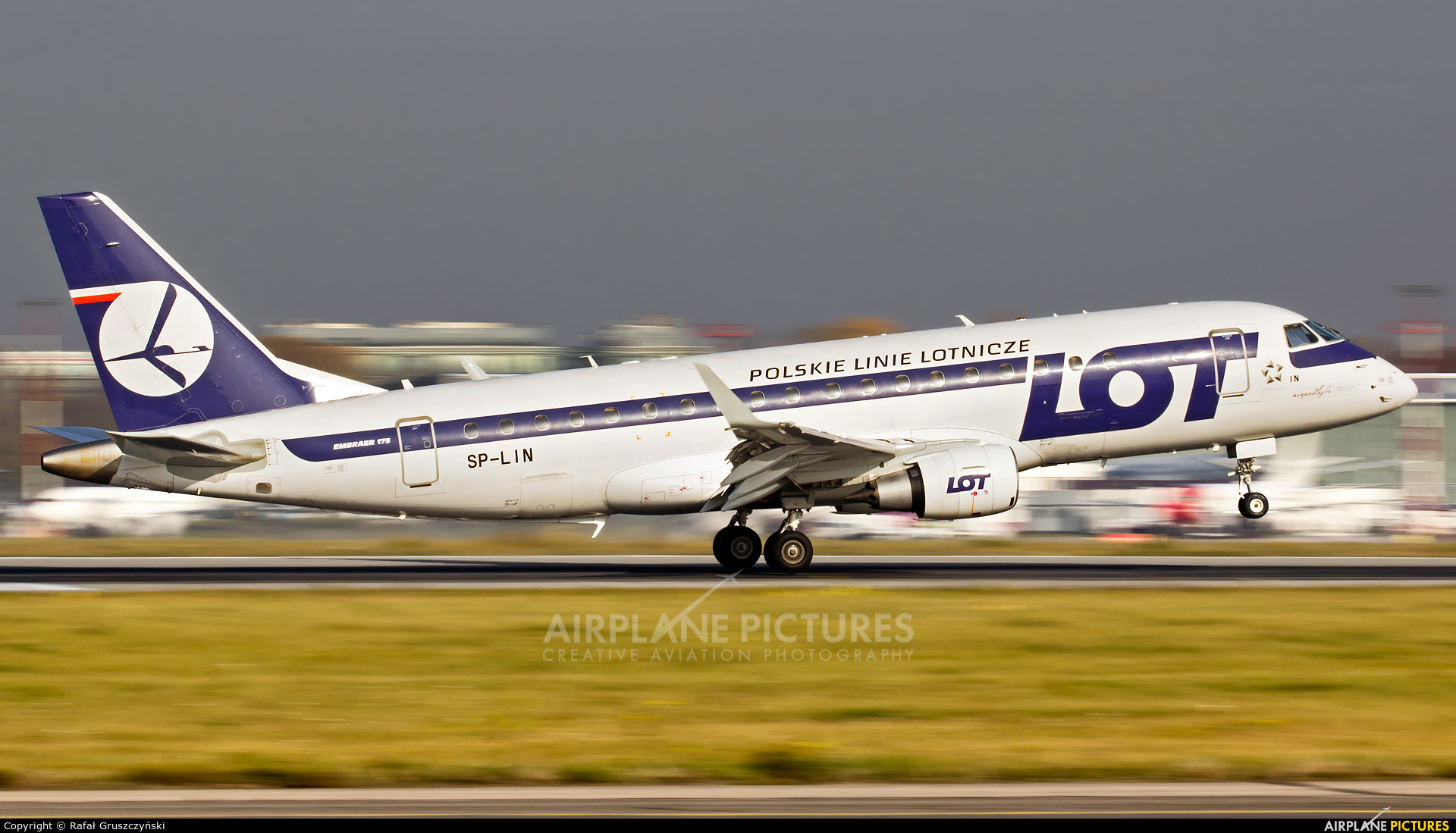 LOT - Polish Airlines SP-LIN aircraft at Warsaw - Frederic Chopin
