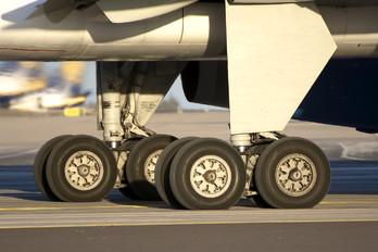 G-LSAN - Jet2 Boeing 757-200WL