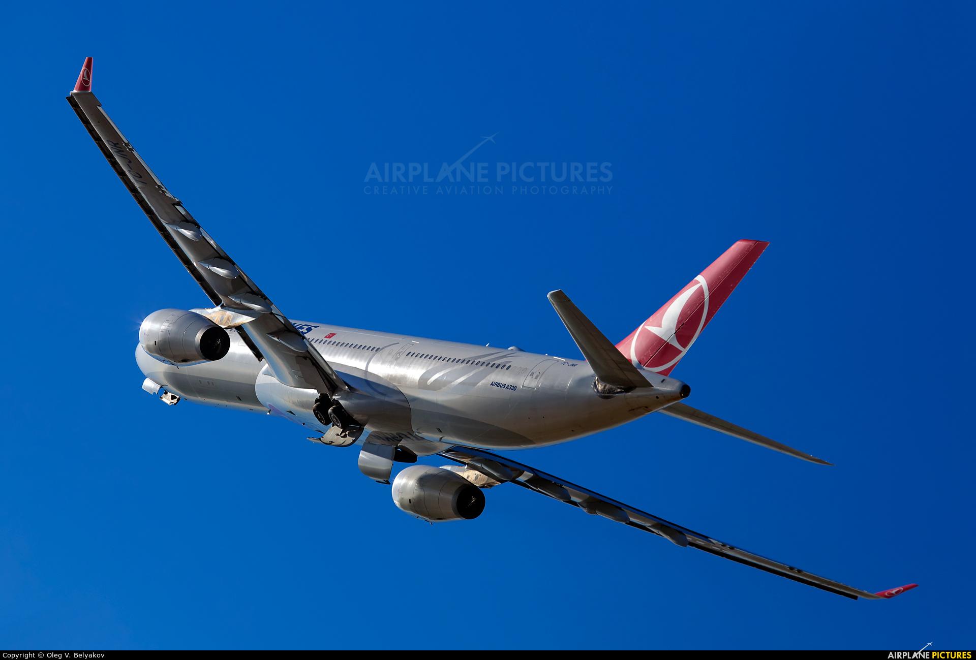Turkish Airlines TC-JNR aircraft at Kiev - Borispol