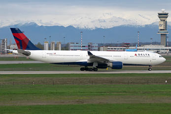 N809NW - Delta Air Lines Airbus A330-300