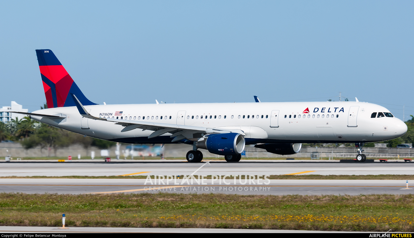 Delta Air Lines N316DN aircraft at Fort Lauderdale - Hollywood Intl