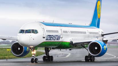 UK75703 - Uzbekistan Airways Boeing 757-200