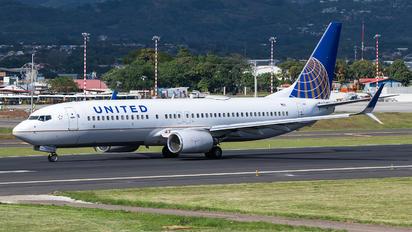 N78501 - United Airlines Boeing 737-800