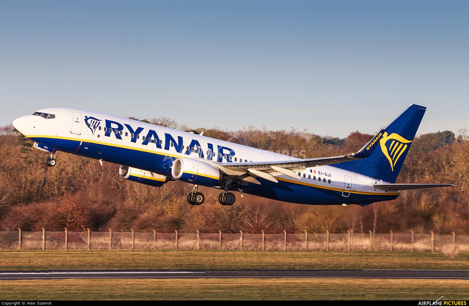 Ryanair EI-GJI aircraft at Edinburgh