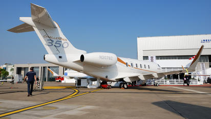 N207BZ - Private Bombardier BD-100 Challenger 350 series