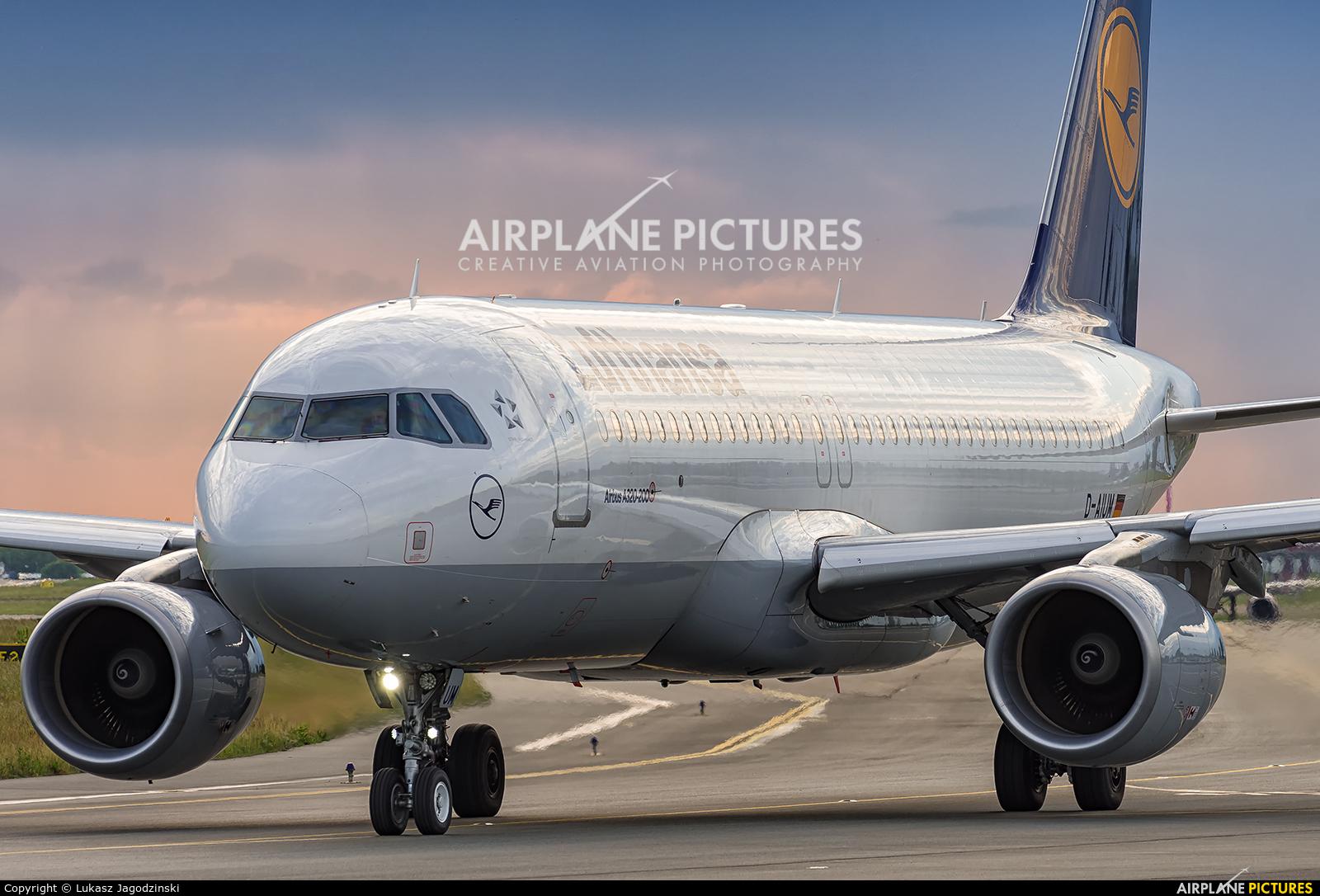 Lufthansa D-AIUM aircraft at Warsaw - Frederic Chopin