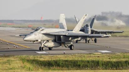 168364 - USA - Navy Boeing F/A-18E Super Hornet