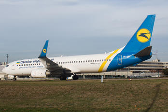 UR-PST - Ukraine International Airlines Boeing 737-800