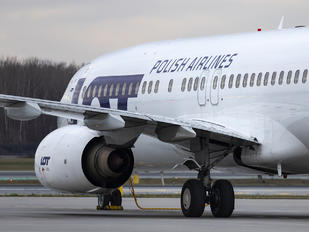 SP-LWA - LOT - Polish Airlines Boeing 737-800